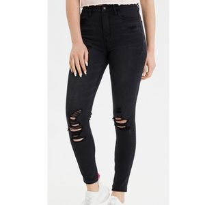 •NWT AEO Destroyed Black Skinny Jeans•